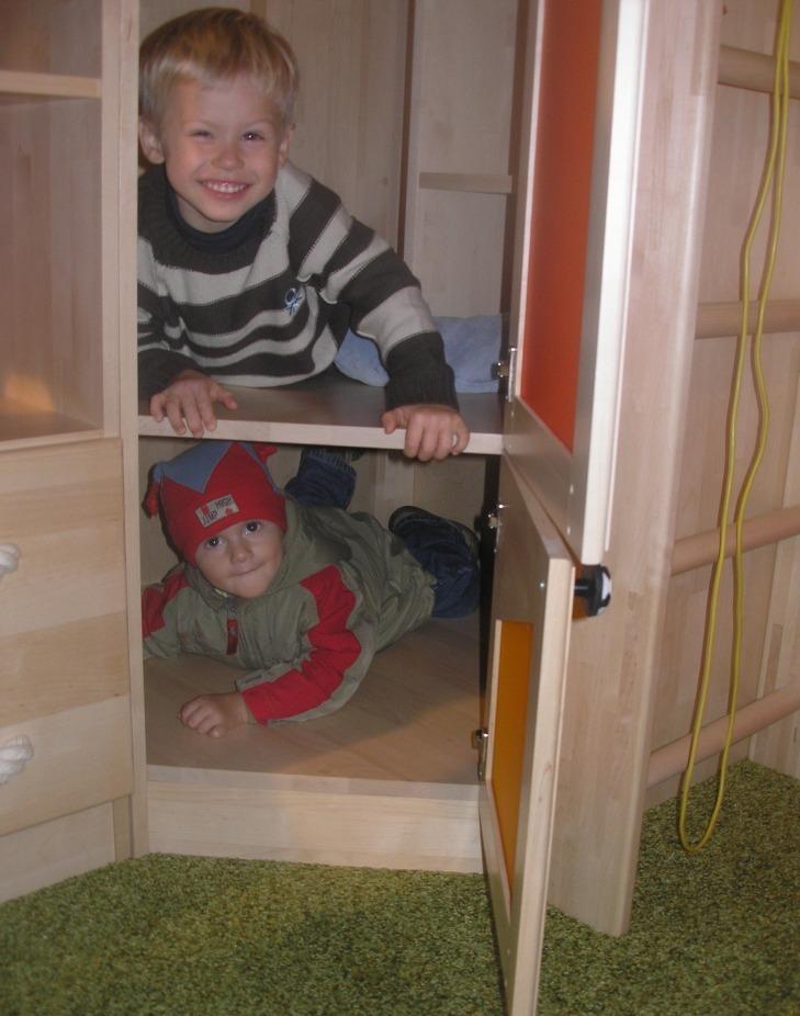 Угловой шкаф в детскую от Полосатой Лошадки