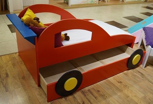 Полосатая лошадка кровать-машина